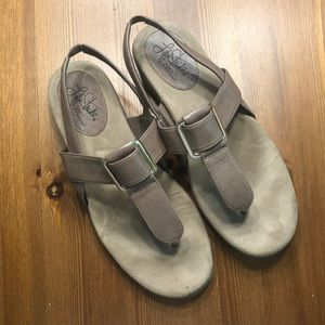 🌼 3/$20 🌼 Life Stride Soft systems sandals